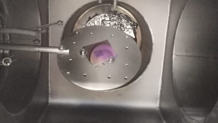 Nanostructured sample inside the deposition chamber.